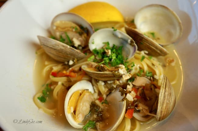 clam spaghetti close up in bowl with juicy juice