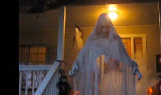 LindySez Halloween House