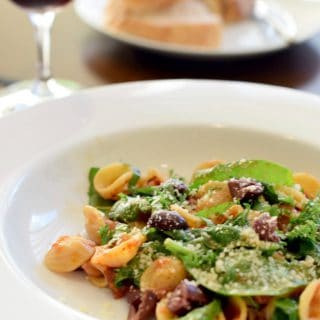 Orecchiette with Spinach and Feta served with red wine and bread
