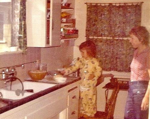 Oma and Chris make strudel